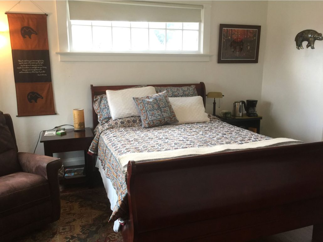 Wood Hamlet - Noble Forest Room Ashland AirBnb